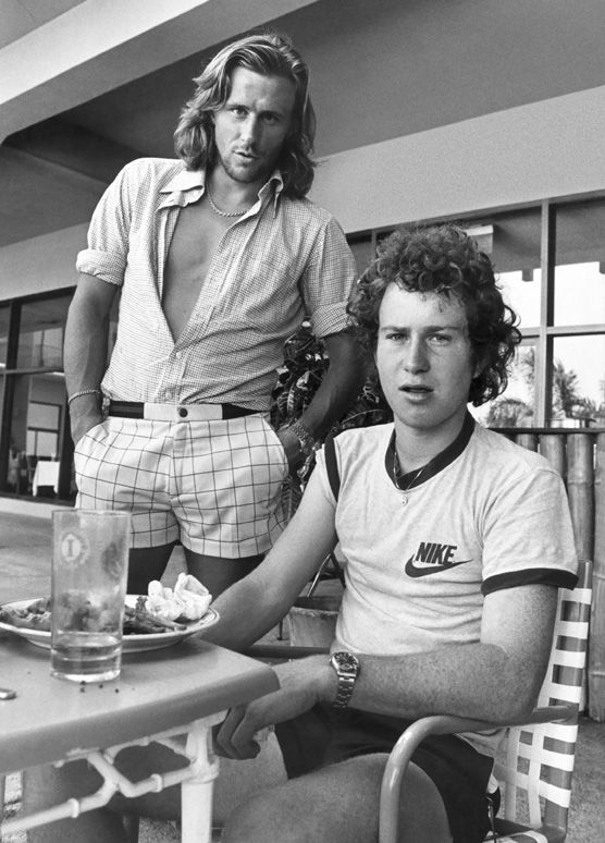 Bjorn Borg vs John McEnroe: guerra a colpi di outfit tennistici epocali.