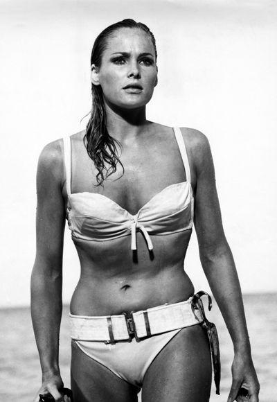 L'abito fa'…la Bond Girl.