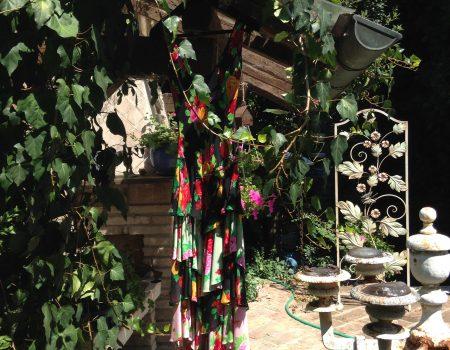 La Bellasignora apre il suo armadio: l'estate fiorita di Franco Moschino